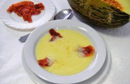 como hacer sopa fria de melon con crujiente de jamón