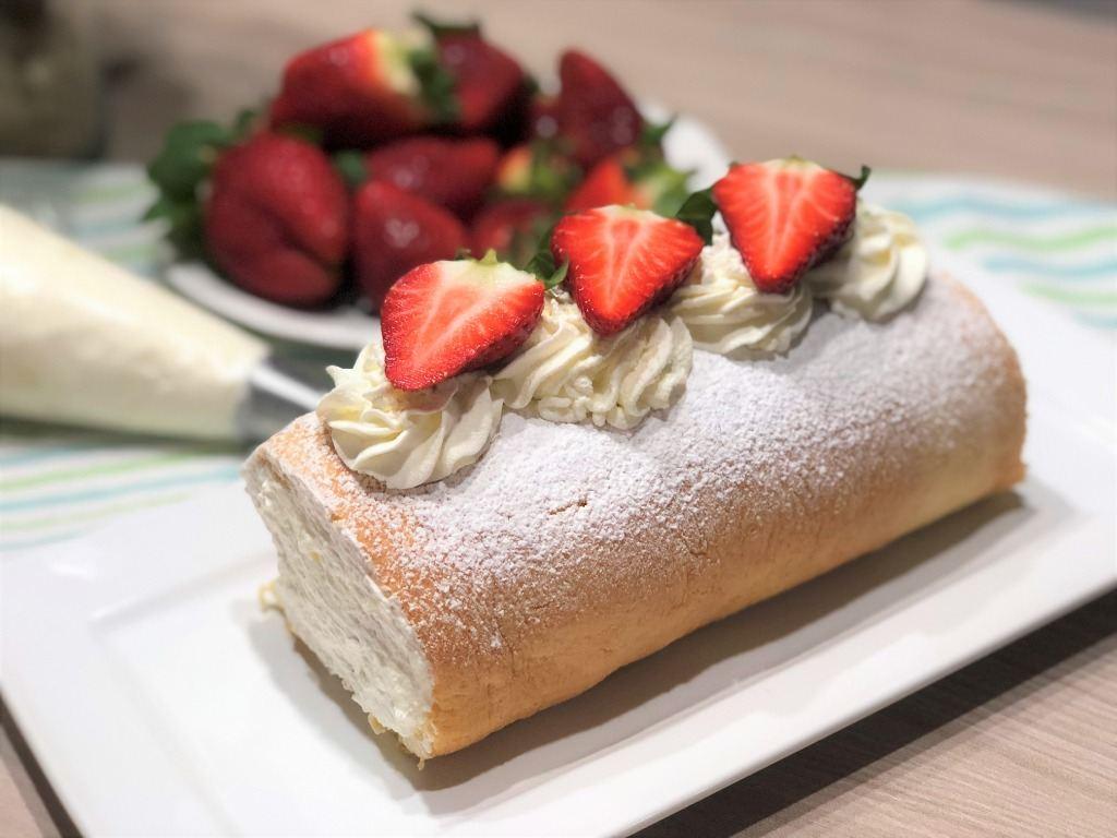 como hacer brazo de gitano de nata con fresas