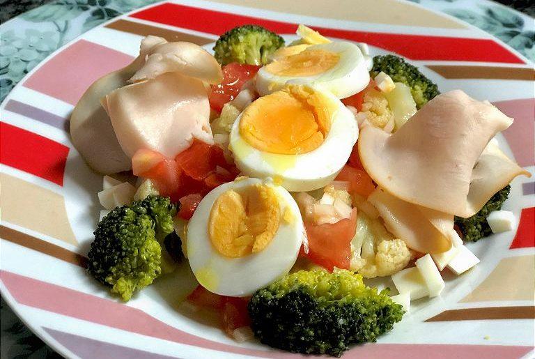 como hacer ensalada de coliflor y brocoli