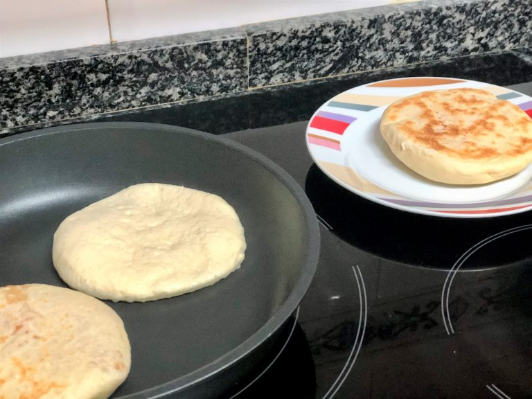 como hacer pan estilo arabe relleno de chorizo