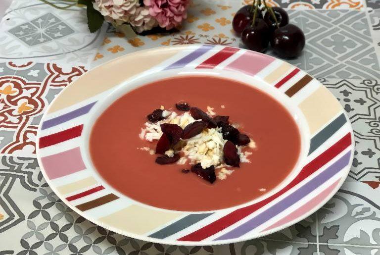 como hacer gazpacho de cerezas